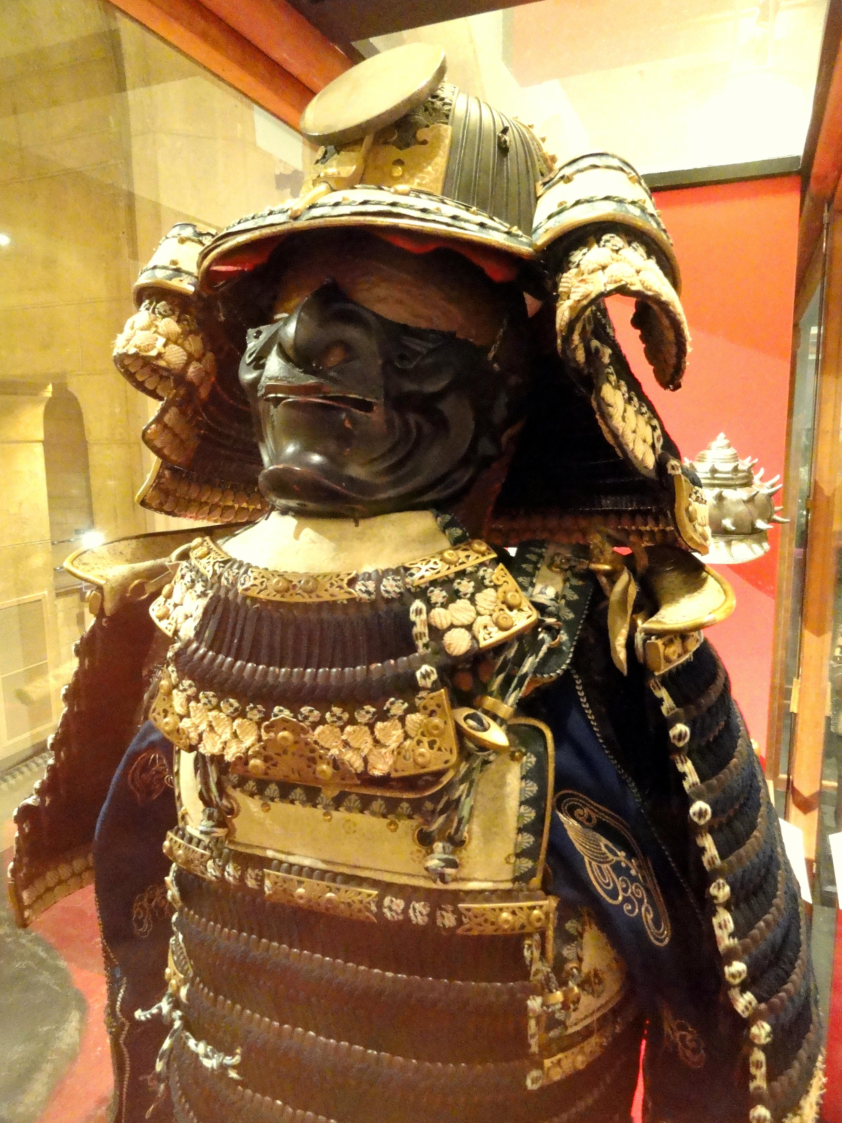https://commons.wikimedia.org/wiki/File:Samurai_armor_-_Higgins_Armory_Museum_-_DSC05521.JPG